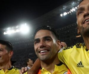 Jugadores colombianos celebrando el pase al Mundial