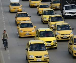 Ahora en Bogotá los taxistas trabajarán con una plataforma tecnológica.