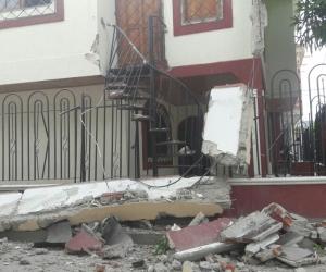 La vivienda ubicada en la Calle 8 con carrera 14-05 en Gaira colapso.