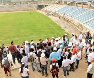 Periodistas de Bogotá acompañaron al alcalde en un recorrido por los escenarios deportivos.