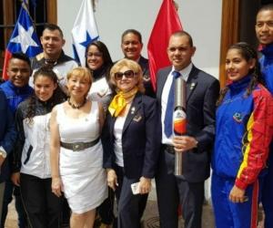 La delegación que recibió el Fuego Bolivariano.