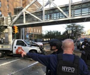 El sospechoso recibió disparos de los agentes policiales y quedó detenido.