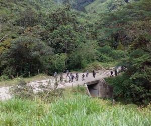 Según autoridades, indígenas han maltratado a los policías.