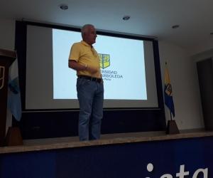 Baltazar Medina, presidente del Comité Olímpico Colombiano, durante el Seminario para periodistas.