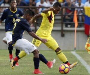 Acción durante el partido Colombia - Ecuador, en la disputa de la medalla de oro de fútbol masculino.