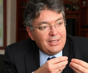 """""""Objetivo de bajar tasas: más inversión de las empresas y más consumo de los hogares"""": MinHacienda"""