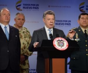 Presidente Santos anunciando el nombramiento del general Alberto Mejía Ferrero.