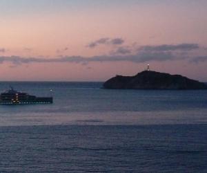 Una vista de lujo en la Bahía con la presencia del yate 'My Savannah'.