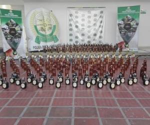 Las 300 botellas de licor de contrabando incautadas.
