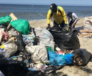 La jornada de limpieza denominada 'Playatón' continúa este viernes  en Taganga y el sábado en la Bahía de Santa Marta.