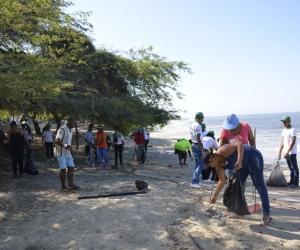 Las principales autoridades de la ciudad estuvieron involucradas en la limpieza.