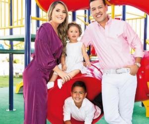 El cantante Martín Elías (Q.E.P.D.) junto a su esposa Dayana Jaimes y sus hijos Paula y Martín Elías Jr