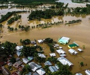 El agua inundó gran parte de la población.