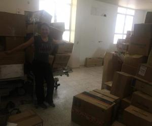 Lidys López Arroyo, con la ayuda humanitaria para el hospital de El Banco.