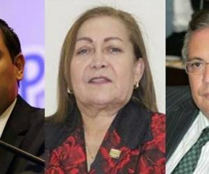 Mauricio Lizcano (izq.) y los miembros de la mesa directiva Daira Galvis Méndez e Iván Leonidas Name Vásquez.