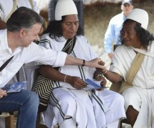 El presidente Santos estuvo en Nabusimake, donde se llevó a cabo la entrega de las escrituras.