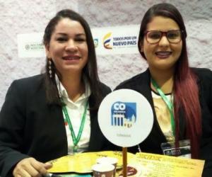 La profesional de medio ambiente, Andrea Acuña, en compañía de la Arquitecta , Johana González.