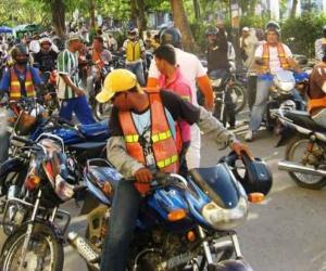 """Decreto 296 """"Un Decreto de Vida"""" que restringe la circulación de motocicletas."""