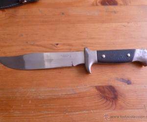 Con este cuchillo, el joven intimidó a una mujer para atracarla.