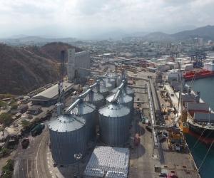 El puerto de Santa Marta ahora cuenta con una batería de 11 silos para granel.
