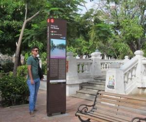 Señalización ubicada en el Parque de los Novios.