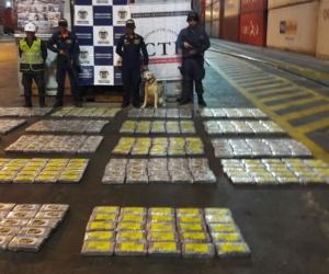 453 kilogramos de clorhidrato de cocaína a bordo de un buque de bandera de Liberia.