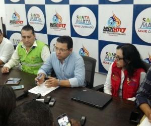 Alcalde Rafael Martínez acompañado por representantes de diferentes instituciones involucradas en el proyecto.