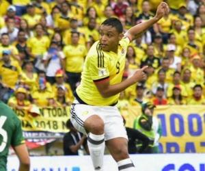 Luis Fernando Muriel en una acción ante Bolivia.