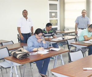 Solo 7 aspirantes al cargo asistieron al examen para ser contralor distrital.