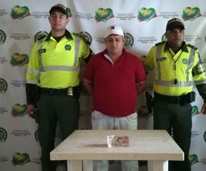 En la foto de la captura aparece el detenido, el billete... ¿y el queso?