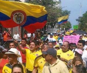 El senador Honorio Henríquez lideró la marcha en Santa Marta.