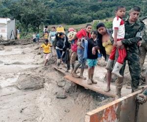 Organismos de socorro trabajan sin descanso para auxiliar a las personas en Mocoa.