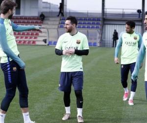 Lionel Messi con sus compañeros del Barcelona.