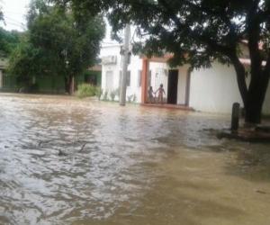 Desbordamiento en Zona Bananera por la creciente de Río Frío.