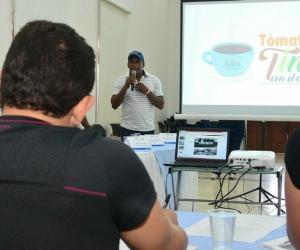 El alcalde Rafael Martínez se reunió con los pescadores.