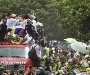 El ataúd de Martín Elías fue trasladado en un camión de bomberos.