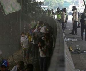 Aspecto de las protestas de ayer miércoles en Caracas.