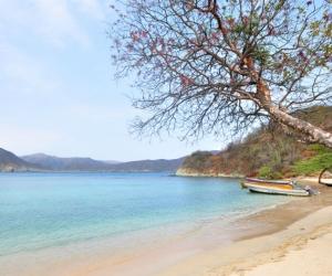 La playa de Neguanje es una de las más visitadas en las faldas de la Sierra Nevada.