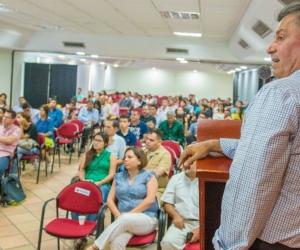 Capitán de Navío Carlos Alberto Andrade, experto en temas oceanográficos.