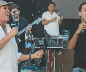 Carlos Vives y Martín compartiendo escenario.