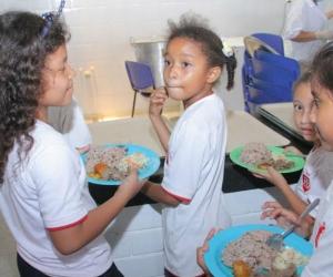 42 mil raciones de comidas fueron entregadas en diferentes instituciones educativos de Santa Marta.