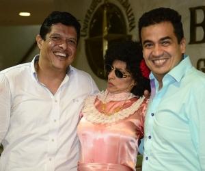 El rector Pablo Vera Salazar Ph.D, la actriz, Aida Bossa, quien interpreta a la interpretar a 'La Niña Emilia' y el gerente del Canal de Telecaribe, Juan Manuel Buelvas.