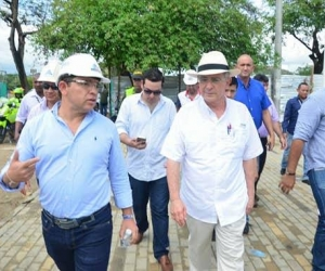 El alcalde Rafael Martínez y el senador Álvaro Uribe.