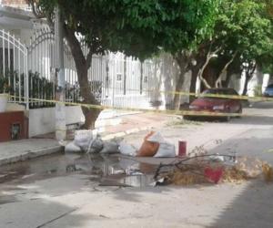 Los habitantes del sector cerraron la calle para evitar accidentes.