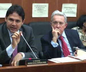 Senadores Honorio Henríquez y Álvaro Uribe.