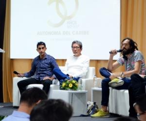 César Acevedo, director de la premiada película 'La tierra y la sombra', en la Universidad Autónoma de Barranquilla