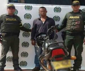 La persona capturada y el dinero fueron trasladados hasta las instalaciones de la Unidad de Reacción Inmediata de la Fiscalía del municipio de Plato.