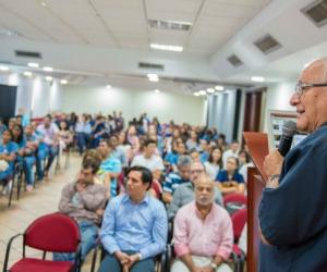 El doctor Carlos Corredor disertó sobre la importancia de la investigación básica en salud en la Universidad del Magdalena.