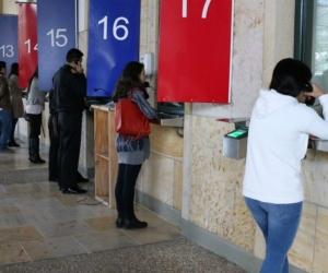 Ciudadanos tramitando visa.