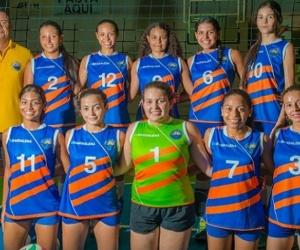 En la rama femenina y masculina de voleibol, la Alma Máter también clasificó a las justas regionales y  mantuvo el campeonato.